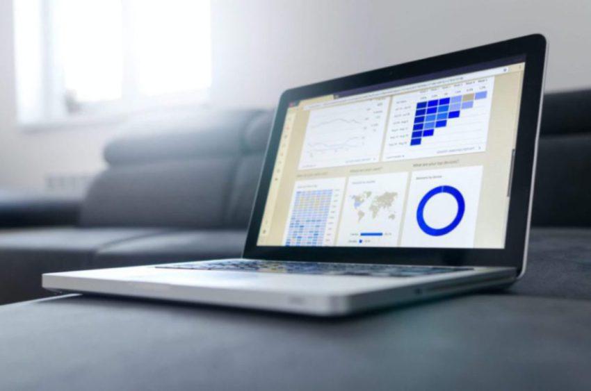 image of laptop show analytics
